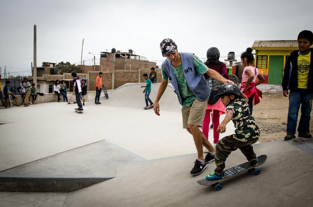 Skateboard volunteering CJF